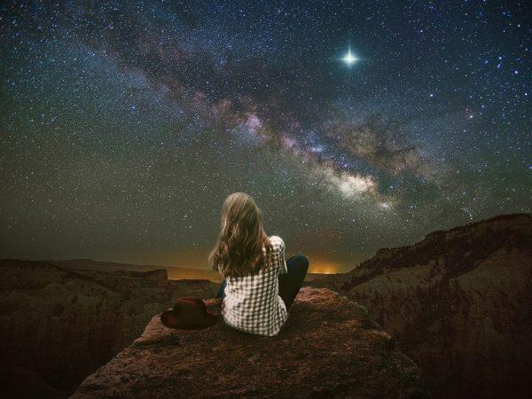 Waarom astrologie populair is bij slimme vrouwen