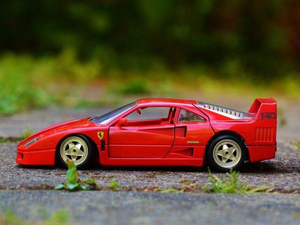 Verliefd, Verloofd, Ferrari!